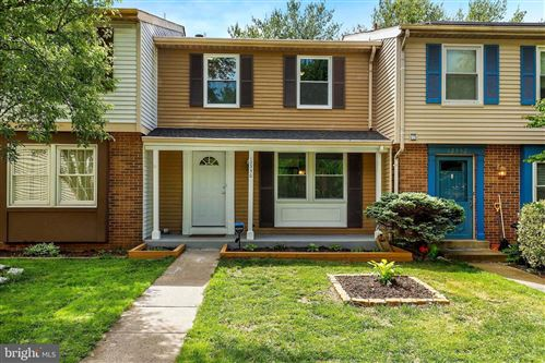 Photo of 12350 QUAIL WOODS DR, GERMANTOWN, MD 20874 (MLS # MDMC707518)
