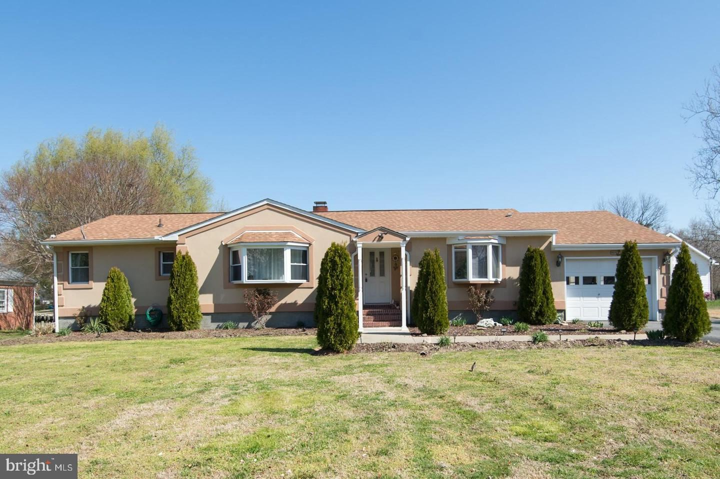 Photo for 205 LINTHICUM DR, CAMBRIDGE, MD 21613 (MLS # MDDO125522)