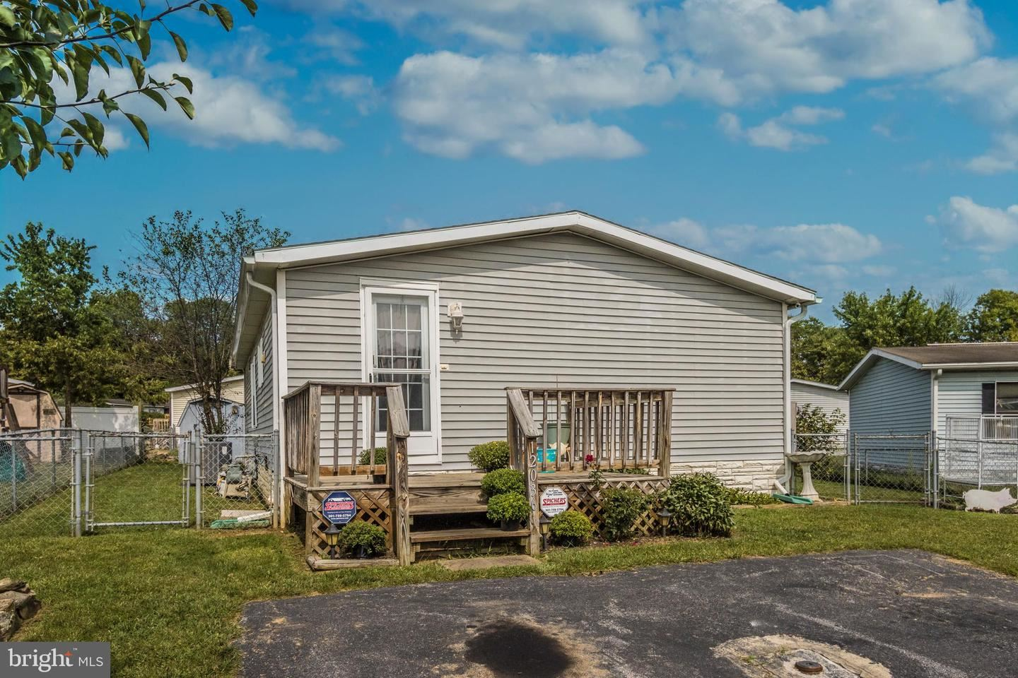 Photo of 12036 N SCOTTISH CT, HAGERSTOWN, MD 21740 (MLS # MDWA174524)