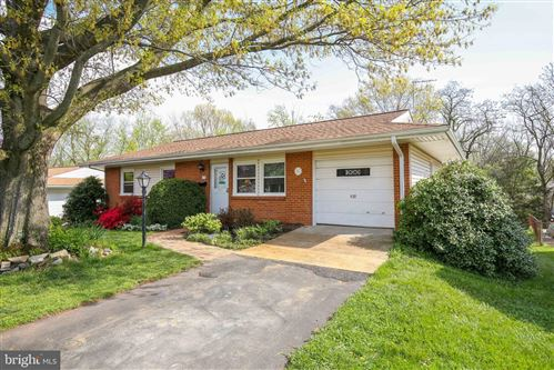 Photo of 812 W MAPLE AVE, STERLING, VA 20164 (MLS # VALO435536)
