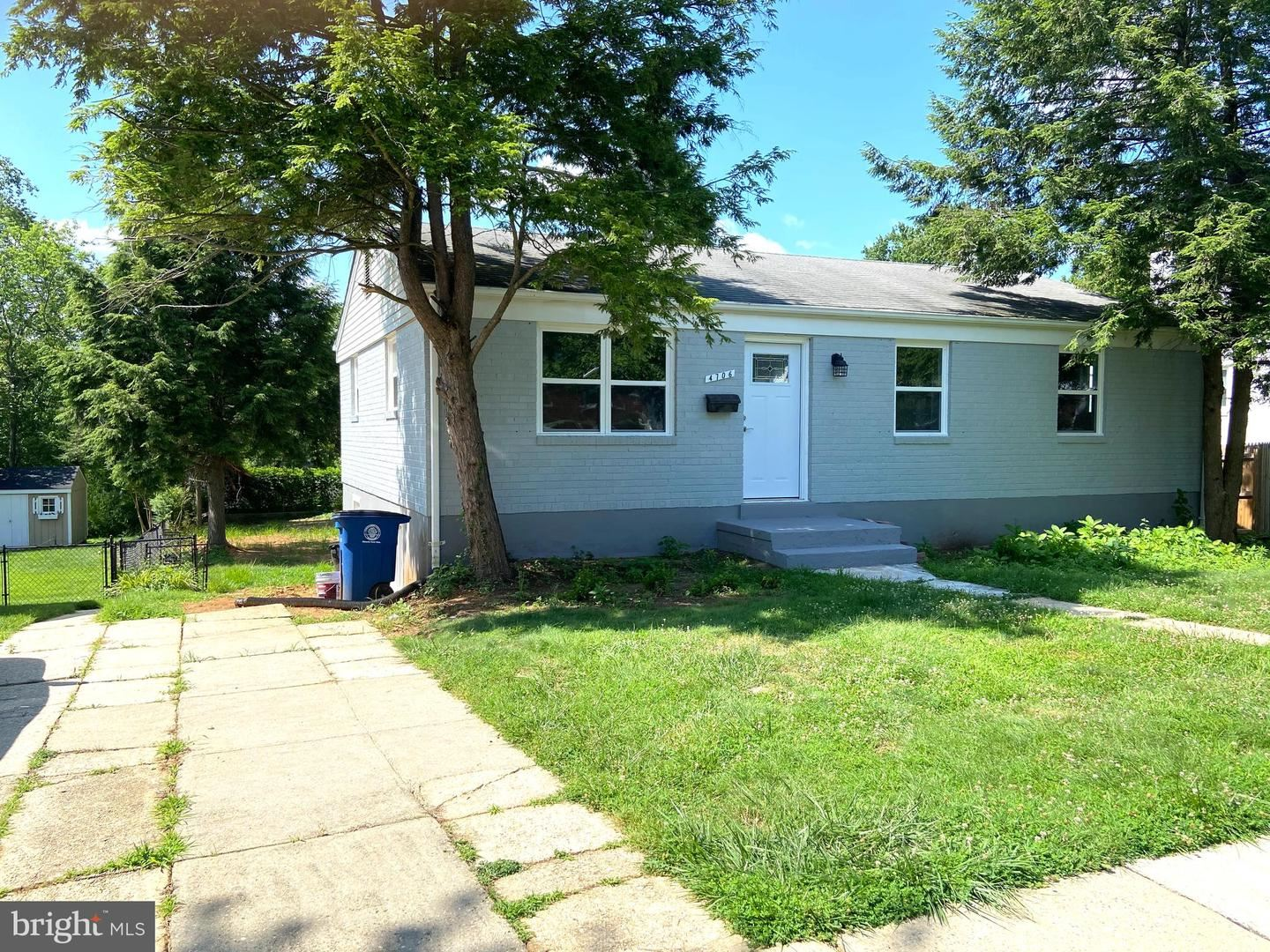 Photo of 4706 TOPPING RD, ROCKVILLE, MD 20852 (MLS # MDMC735540)
