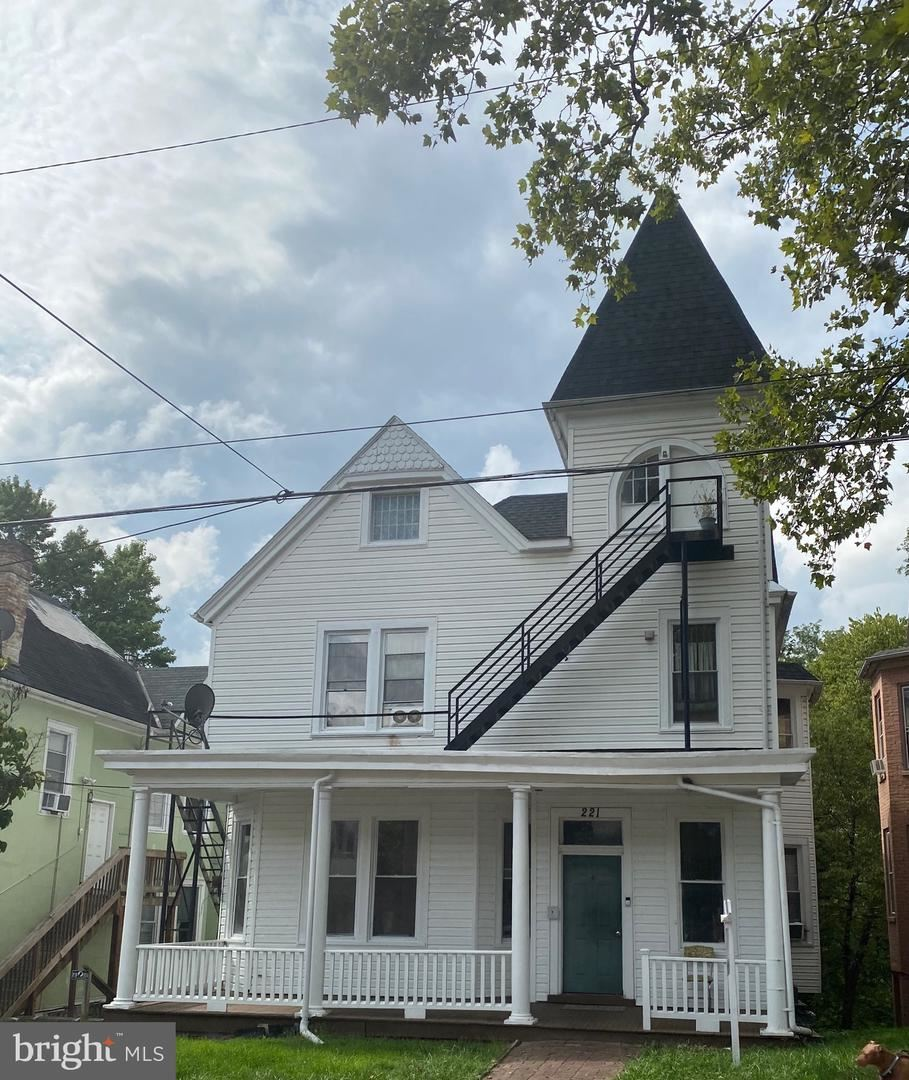 Photo of 221 S PROSPECT ST, HAGERSTOWN, MD 21740 (MLS # MDWA174540)