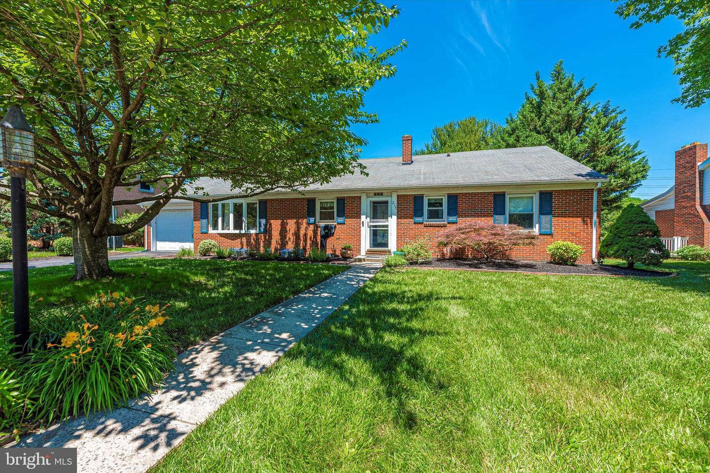 Photo of 216 POTOMAC HEIGHTS, HAGERSTOWN, MD 21742 (MLS # MDWA180544)