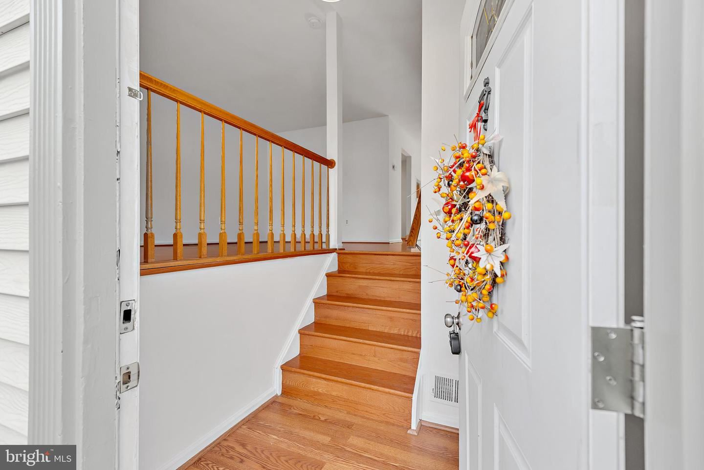 Photo of 1048 COPPERSTONE CT, ROCKVILLE, MD 20852 (MLS # MDMC2019546)