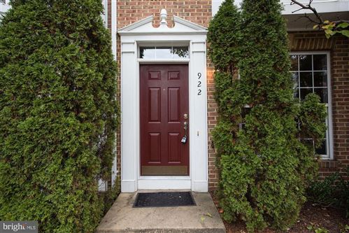 Photo of 922 HARRISON CIR, ALEXANDRIA, VA 22304 (MLS # VAAX241550)
