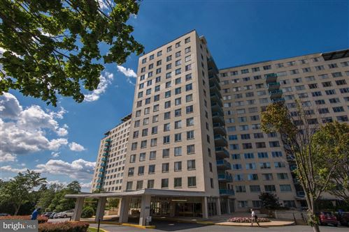 Photo of 10500 ROCKVILLE PIKE #921, ROCKVILLE, MD 20852 (MLS # MDMC709552)