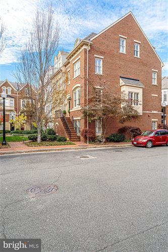 Photo of 701 FORDS LANDING WAY, ALEXANDRIA, VA 22314 (MLS # VAAX241552)