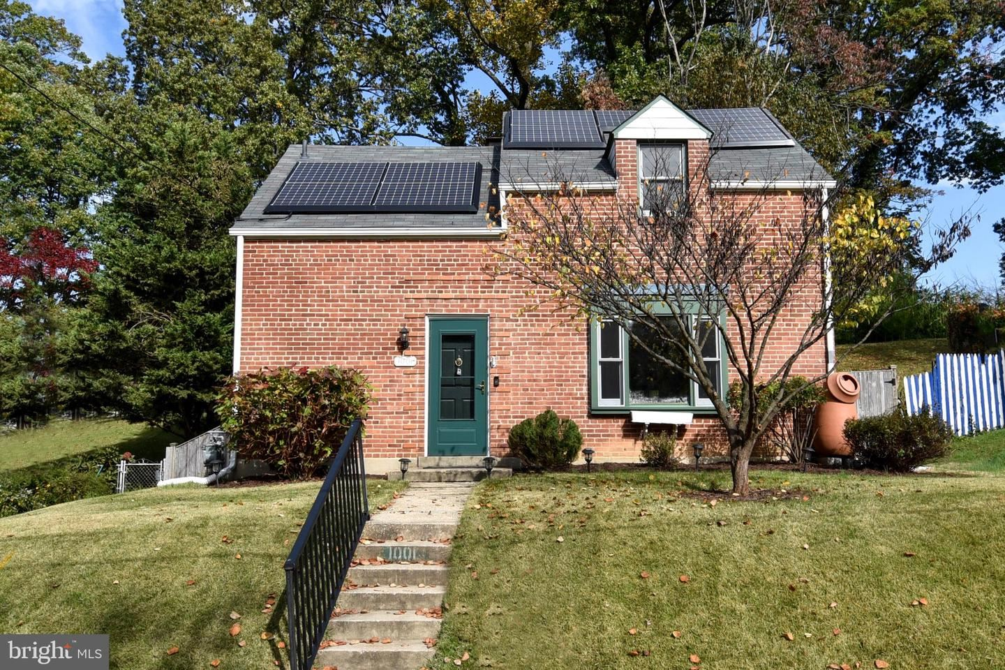 Photo for 1001 DENNIS AVE, SILVER SPRING, MD 20901 (MLS # MDMC729554)
