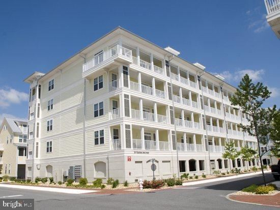 Photo for 35 FOUNTAIN DR W #2C, OCEAN CITY, MD 21842 (MLS # MDWO111560)