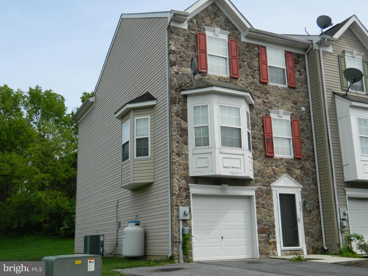 Photo of 850 MONET DR, HAGERSTOWN, MD 21740 (MLS # MDWA179562)