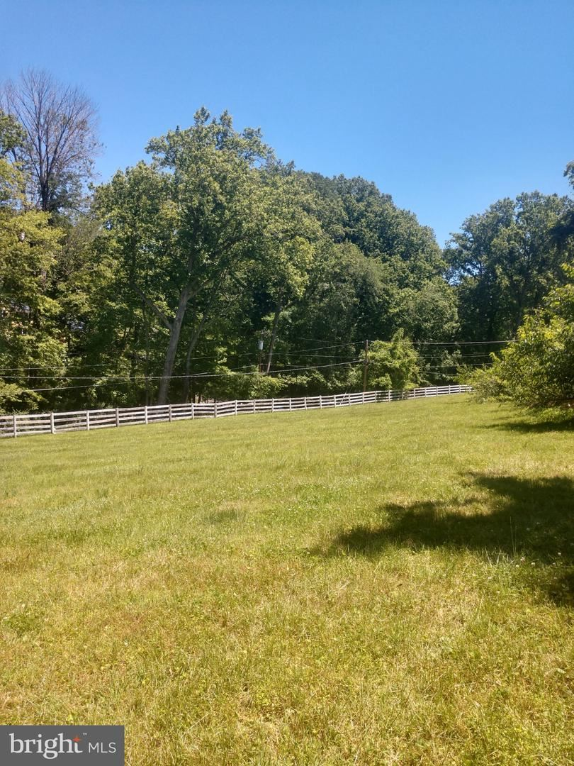 Photo of 13301 QUERY MILL RD, NORTH POTOMAC, MD 20878 (MLS # MDMC697566)