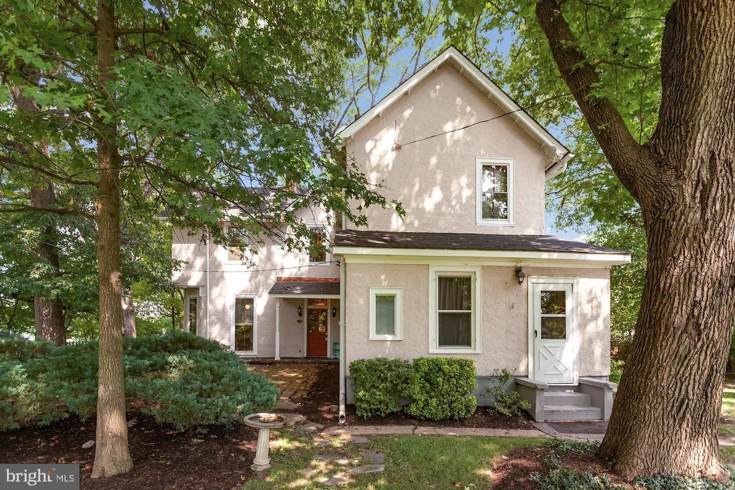 Photo of 550 READING AVE, ROCKVILLE, MD 20850 (MLS # MDMC723568)