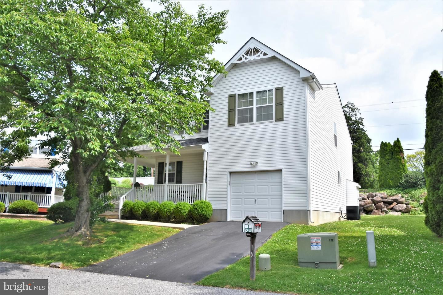 Photo for 15 PATRIOT CT, UPPER CHICHESTER, PA 19061 (MLS # PADE548570)