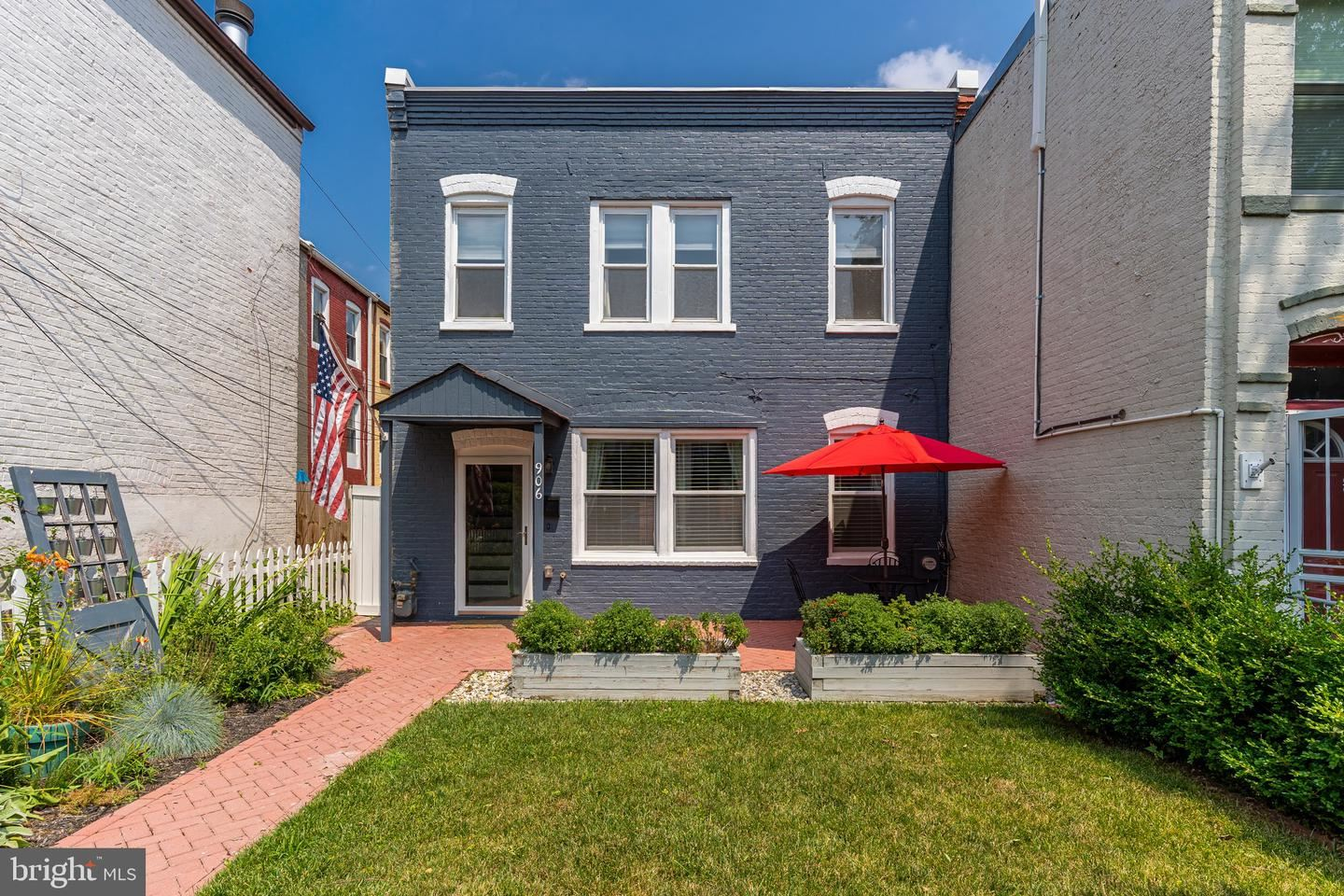 Photo of 906 12TH ST SE, WASHINGTON, DC 20003 (MLS # DCDC476576)