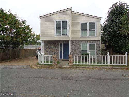 Photo of 7110 ITTE LN, SPRINGFIELD, VA 22150 (MLS # VAFX2001577)