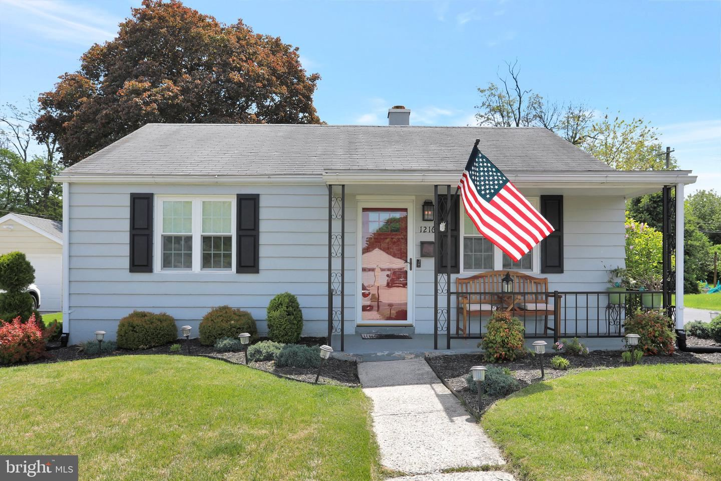 Photo of 1216 GLENWOOD AVE, HAGERSTOWN, MD 21742 (MLS # MDWA179578)
