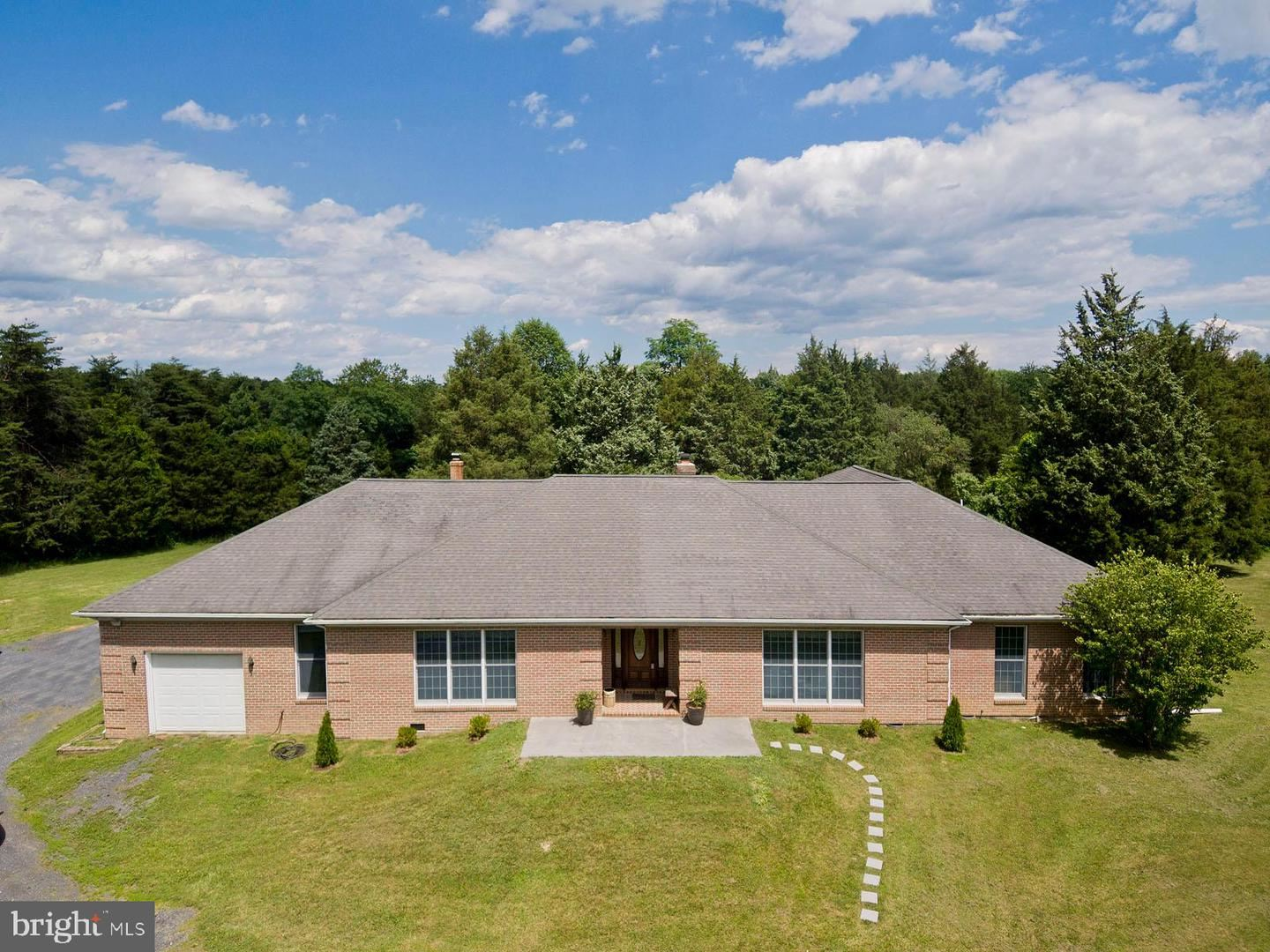 Photo of 841 GUARD HILL RD, MIDDLETOWN, VA 22645 (MLS # VAWR140598)