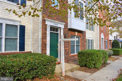 Photo of 42808 FLANNIGAN TER, CHANTILLY, VA 20152 (MLS # VALO424602)