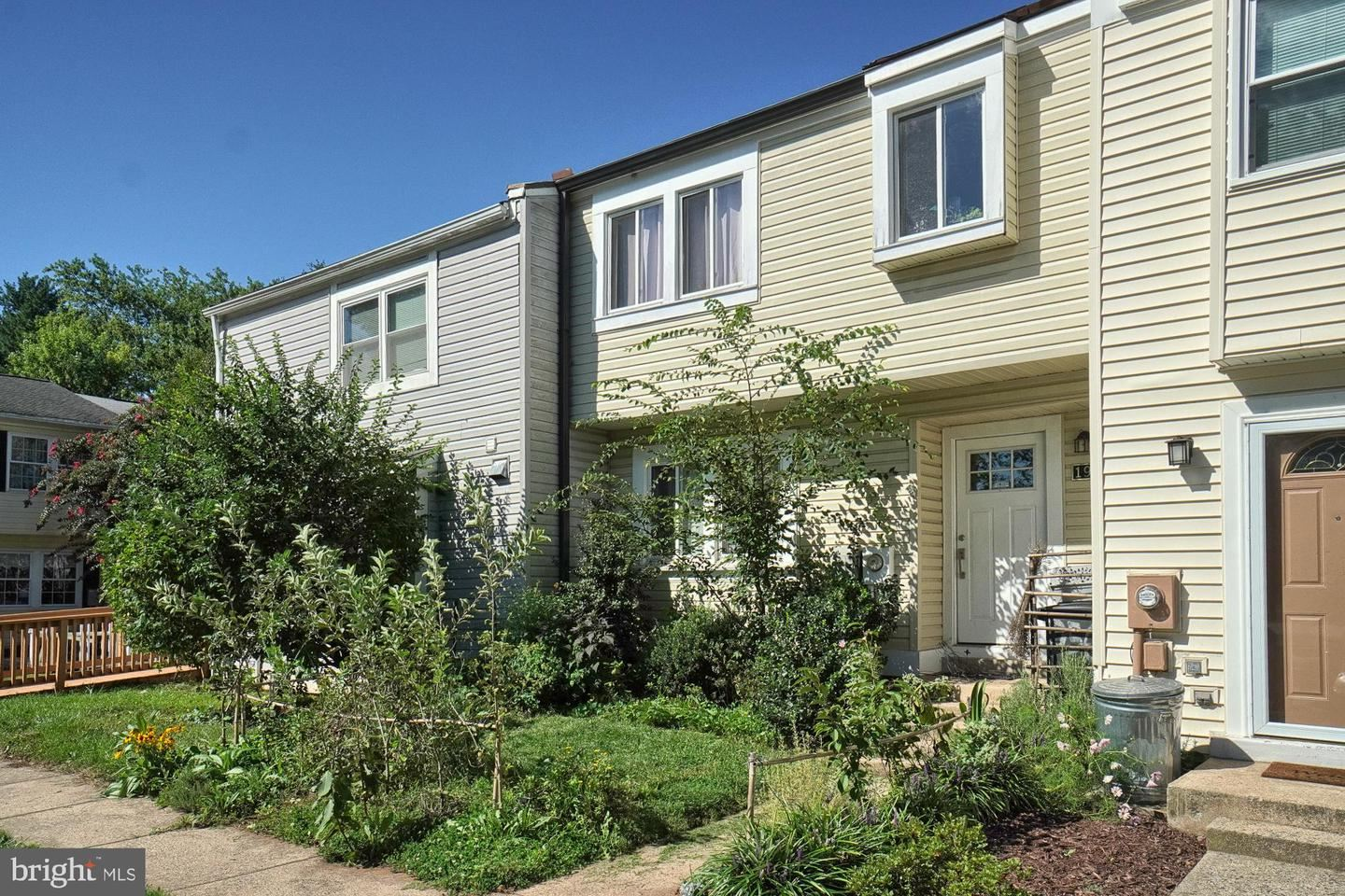 Photo of 19552 FISHER AVE, POOLESVILLE, MD 20837 (MLS # MDMC723604)