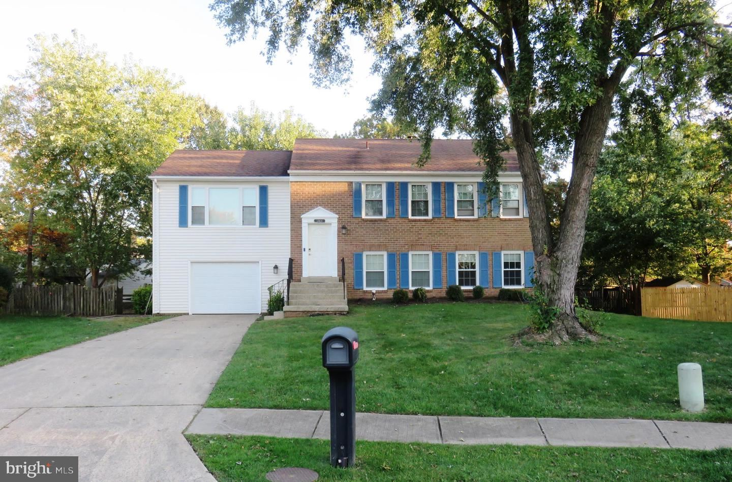 Photo of 13411 POCONO CT, HERNDON, VA 20170 (MLS # VAFX1162610)