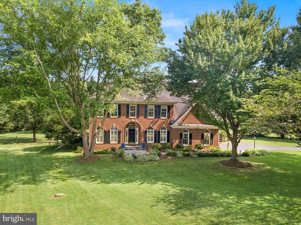 Photo of 15605 COPPERFIELD LN, DARNESTOWN, MD 20874 (MLS # MDMC712618)