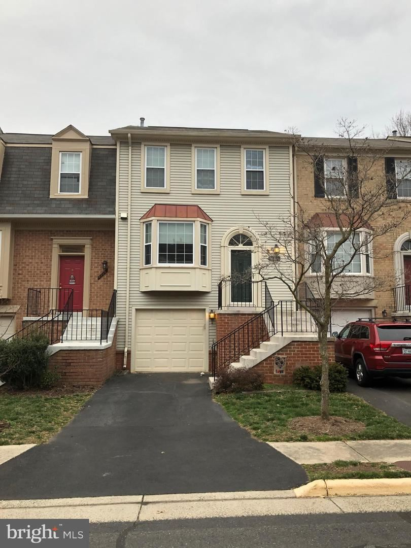 Photo of 4261 SLEEPY LAKE DR, FAIRFAX, VA 22033 (MLS # VAFX1112622)