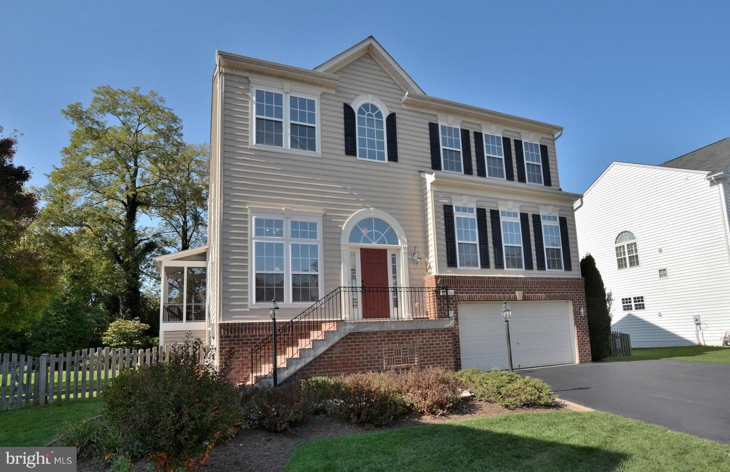 Photo of 1688 WINTERWOOD CT, HERNDON, VA 20170 (MLS # VAFX1156632)