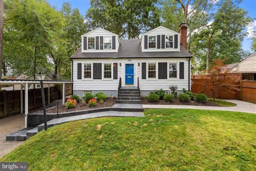 Photo of 302 DENNIS AVE, SILVER SPRING, MD 20901 (MLS # MDMC725636)