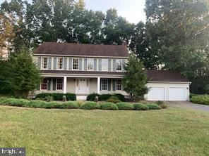 Photo of 107 COUNTRY SQUIRE LN, WINCHESTER, VA 22603 (MLS # VAFV156636)