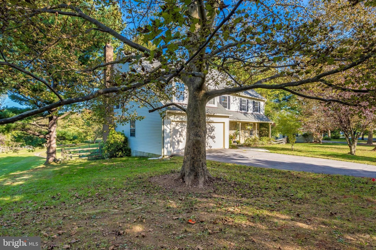 Photo of 15529 INDIANOLA DR, ROCKVILLE, MD 20855 (MLS # MDMC735636)