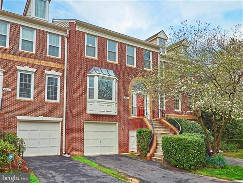 Photo of 6814 MCLEAN PROVINCE CIR, FALLS CHURCH, VA 22043 (MLS # VAFX1192638)