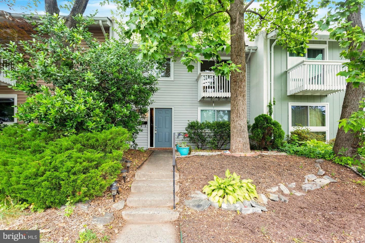 Photo for 204 WILLOW TER, STERLING, VA 20164 (MLS # VALO437638)
