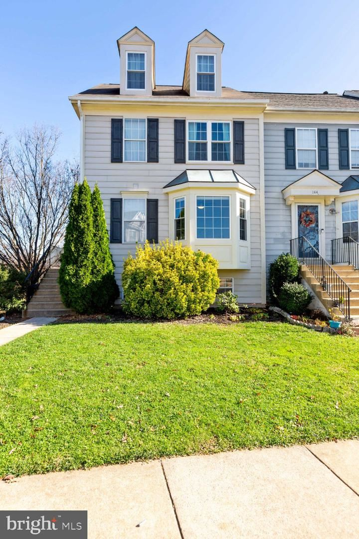 Photo of 142 CONNERY TER SW, LEESBURG, VA 20175 (MLS # VALO425646)