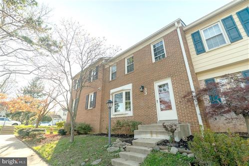 Photo of 33 CHANTILLY CT, ROCKVILLE, MD 20850 (MLS # MDMC733650)