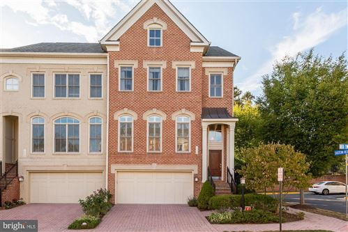 Photo of 1550 RED TWIG LN, MCLEAN, VA 22101 (MLS # VAFX1093654)
