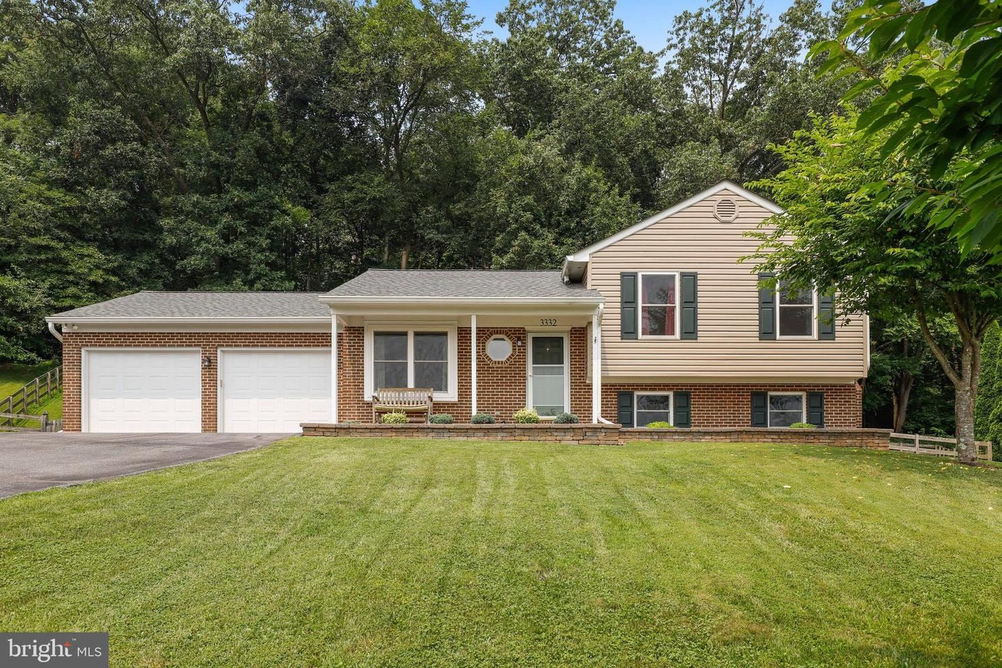 Photo of 3332 YORKSHIRE CT, ADAMSTOWN, MD 21710 (MLS # MDFR2002658)