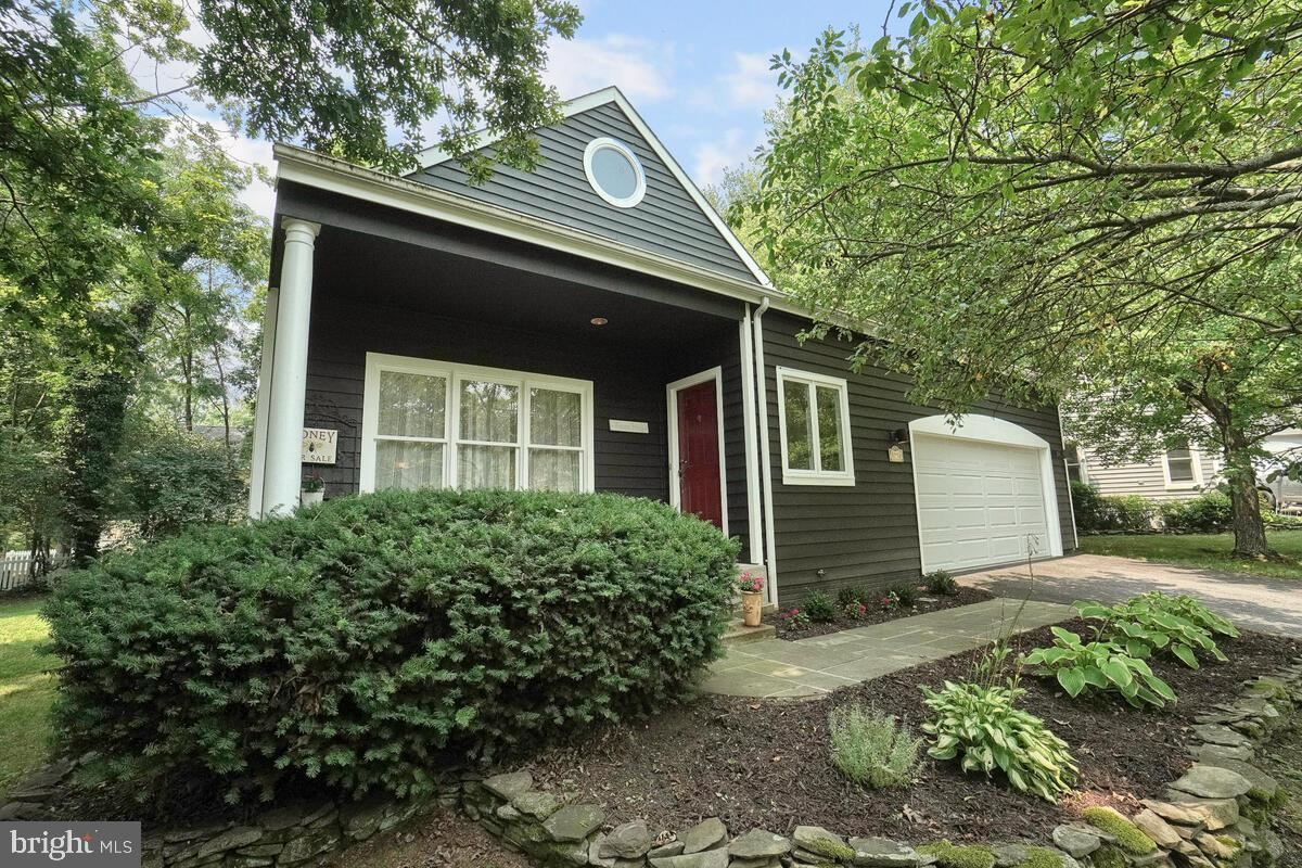 Photo of 5758 COUNTRY WOOD CT, NEW MARKET, MD 21774 (MLS # MDFR2002674)