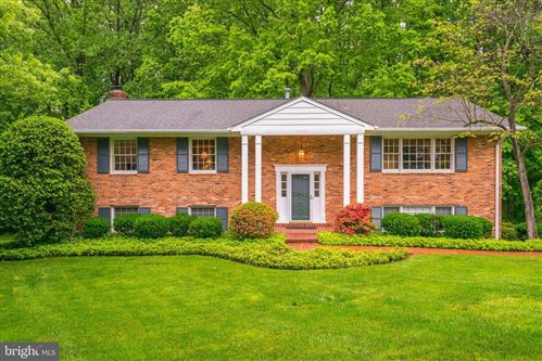 Photo of 1725 FOX RUN CT, VIENNA, VA 22182 (MLS # VAFX1130680)