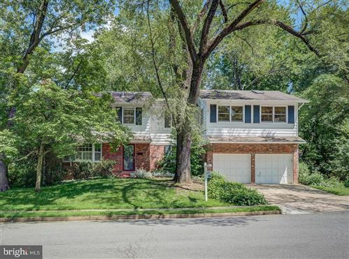 Photo of 403 HOLMES CT NW, VIENNA, VA 22180 (MLS # VAFX1131688)