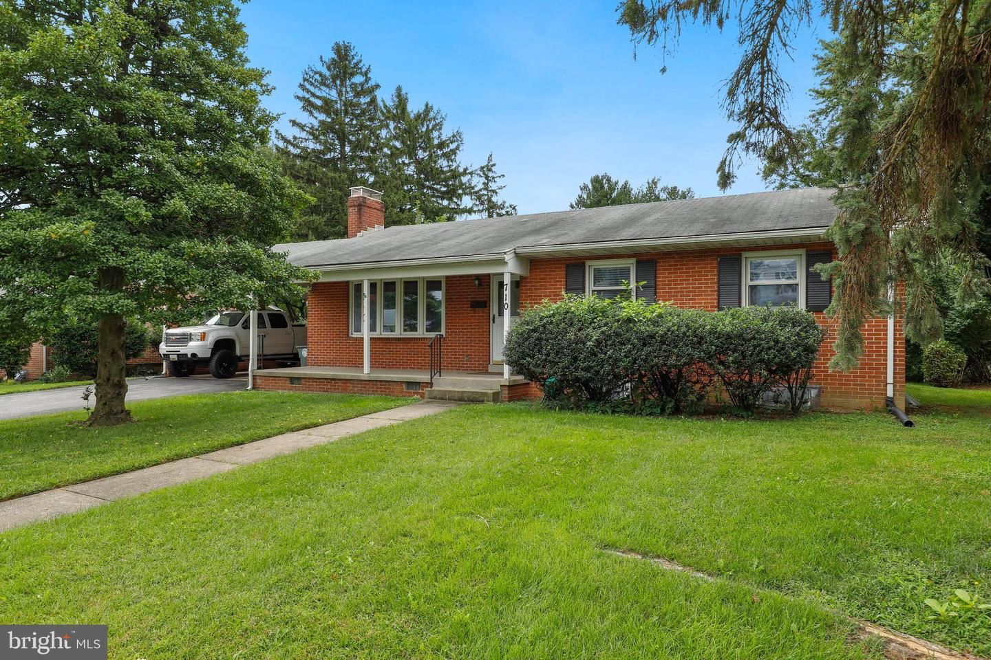Photo of 710 MIDWAY DR, FREDERICK, MD 21701 (MLS # MDFR270692)
