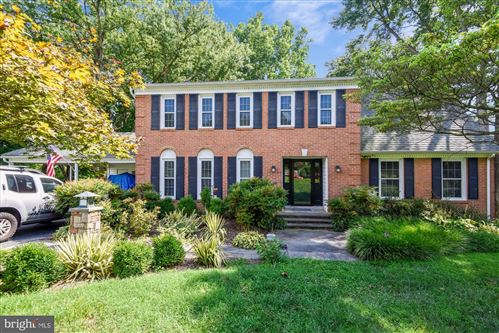 Photo of 10317 MOUNTINGTON CT, VIENNA, VA 22182 (MLS # VAFX1146696)