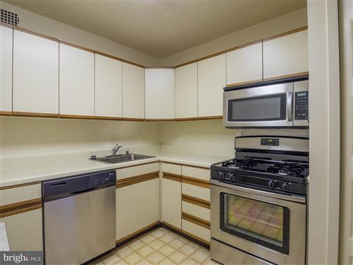 Photo of 5225 POOKS HILL RD #1127 SOUTH, BETHESDA, MD 20814 (MLS # MDMC678700)