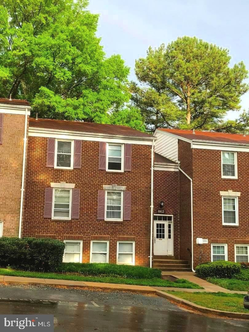 Photo for 862 QUINCE ORCHARD BLVD #201, GAITHERSBURG, MD 20878 (MLS # MDMC756704)