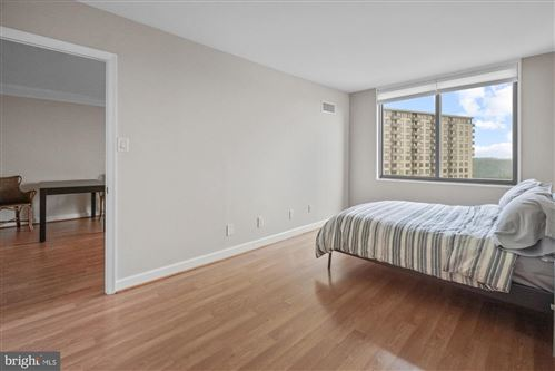 Photo of 5225 POOKS HILL DR S #1215, BETHESDA, MD 20814 (MLS # MDMC2006706)