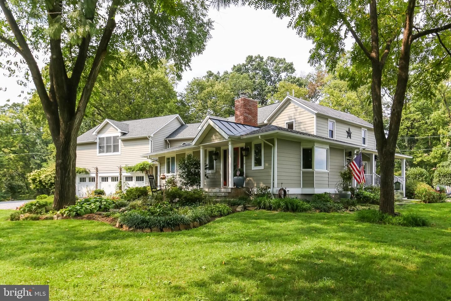 Photo of 16555 OLD WATERFORD RD, PAEONIAN SPRINGS, VA 20129 (MLS # VALO2008710)