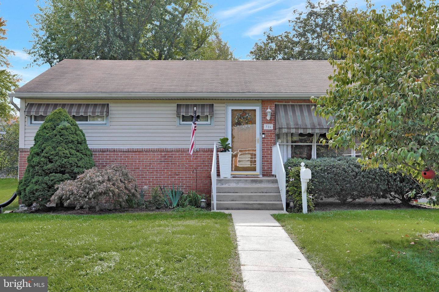 Photo of 316 BELVIEW AVE, HAGERSTOWN, MD 21742 (MLS # MDWA2002712)