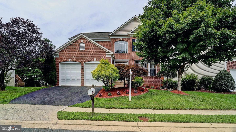 Photo of 4982 MARSHALL CROWN RD, CENTREVILLE, VA 20120 (MLS # VAFX1143716)