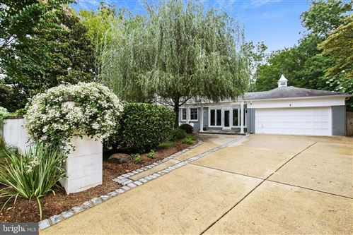 Photo of 6 SPRING HILL CT, CHEVY CHASE, MD 20815 (MLS # MDMC724724)