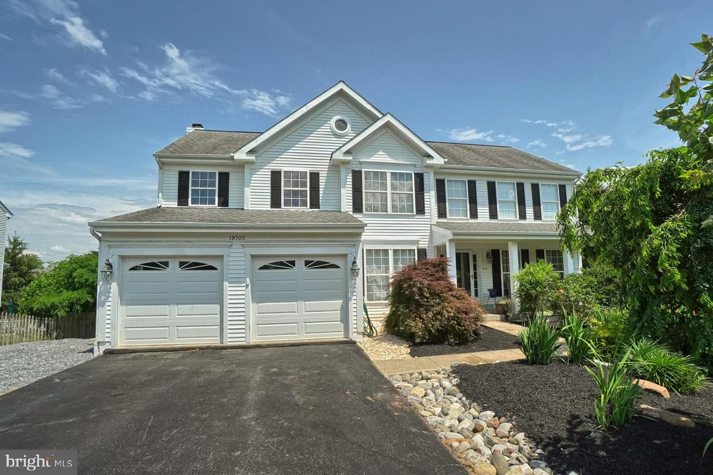 Photo of 19705 SELBY AVE, POOLESVILLE, MD 20837 (MLS # MDMC763738)