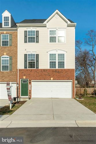 Photo of 1702 DOROTHY LN, WOODBRIDGE, VA 22191 (MLS # VAPW485748)